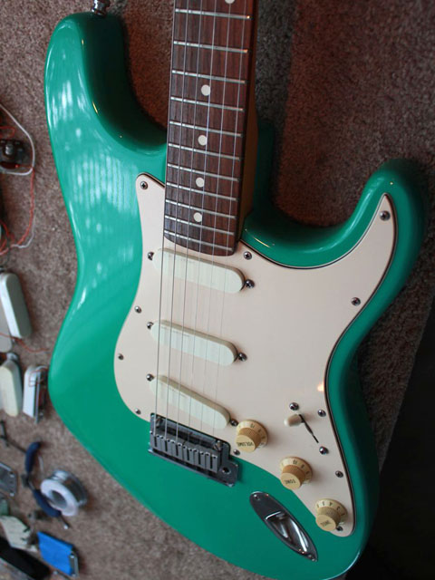 http://xhefriguitars.com/Stuff/Plus%20Colors/Bahama%20Green.jpg