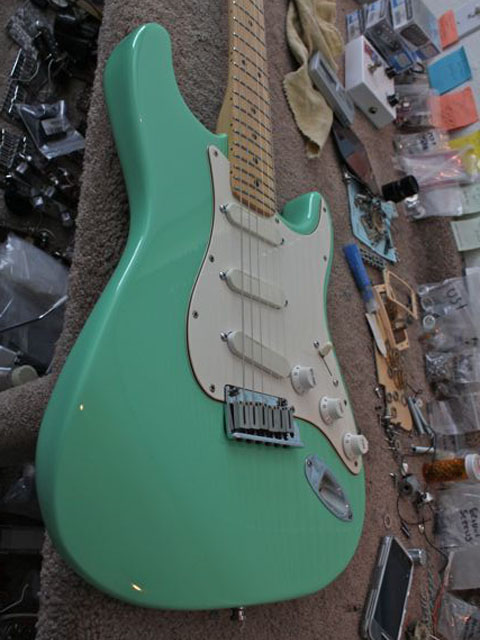 http://xhefriguitars.com/Stuff/Plus%20Colors/Surf%20Green2.jpg